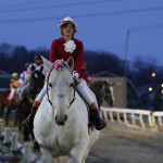 帯広競馬場重賞レース、誘導馬のミルキー&由紀ちゃんが競走馬を誘導します。